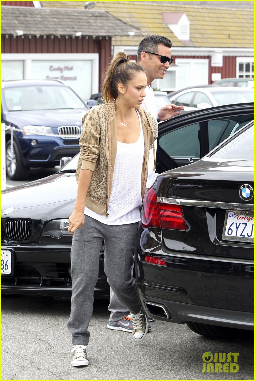 jessica alba cash warren sunday brunch with the girls 02