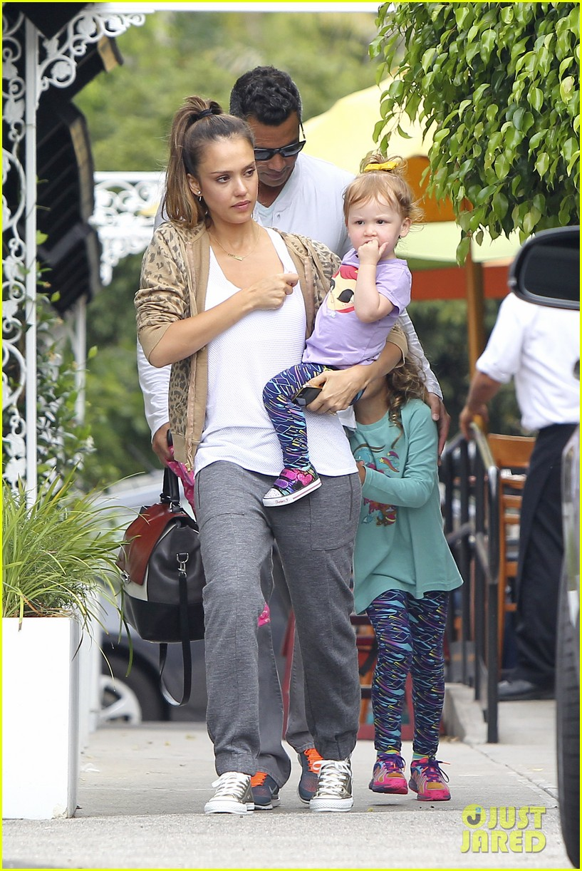 jessica alba cash warren sunday brunch with the girls 072914603