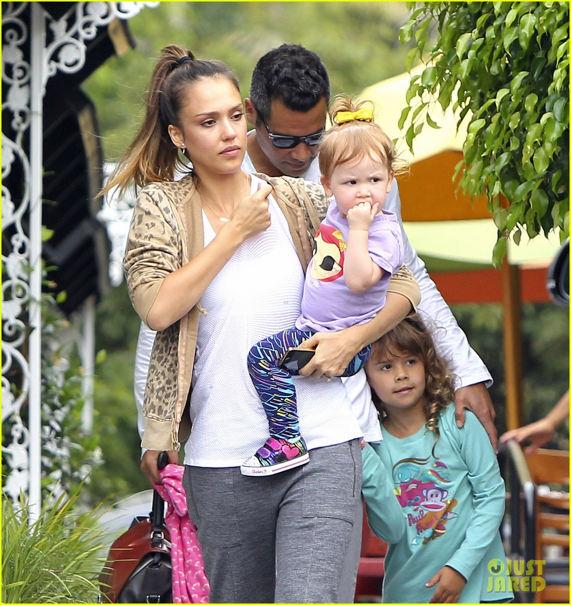 jessica alba cash warren sunday brunch with the girls 092914605