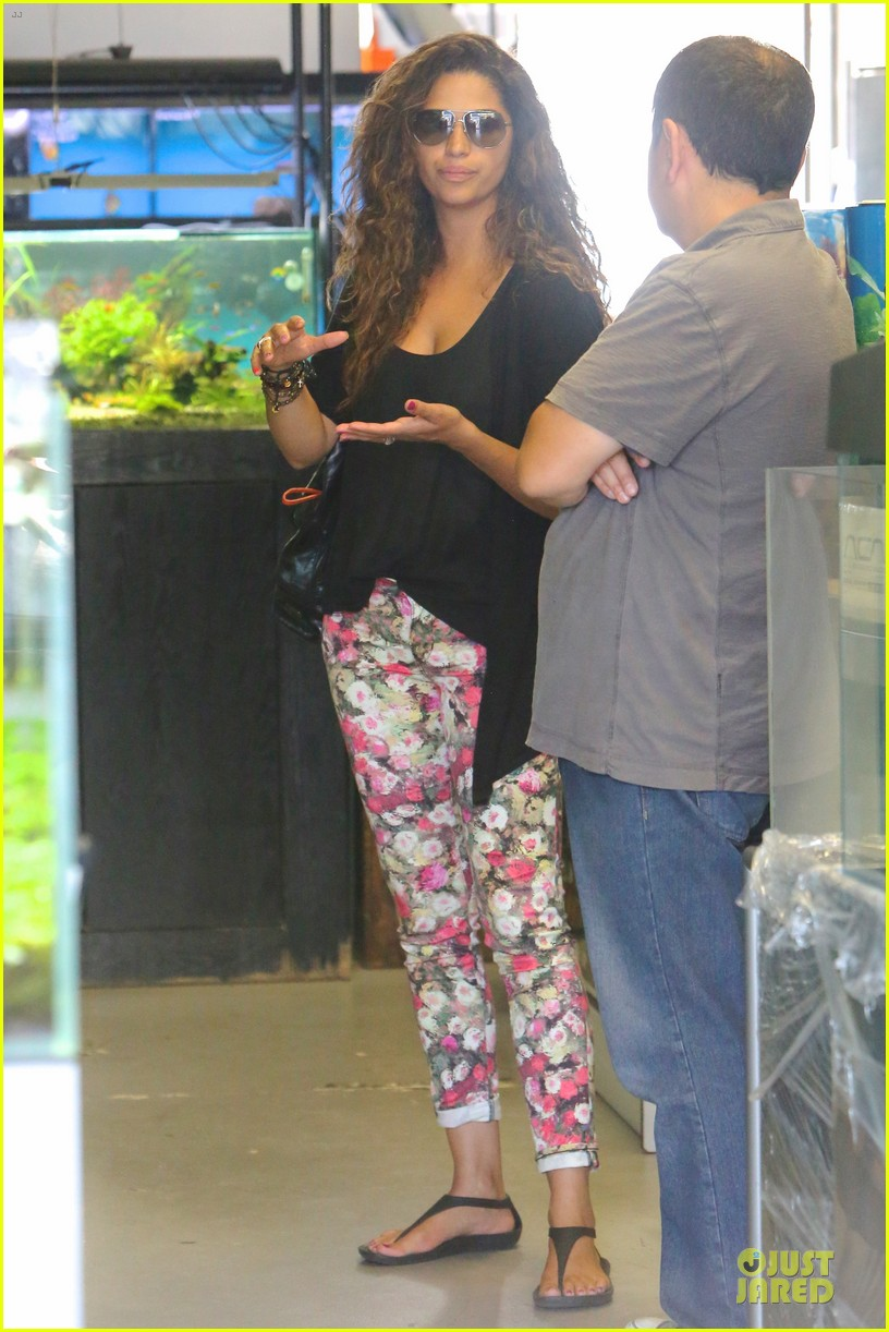 camila alves aquarium shopping after doctor's office with boys 052914876