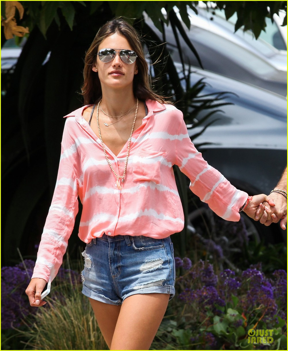 alessandra ambrosio jamie mazur hold hands after july 4 022905165