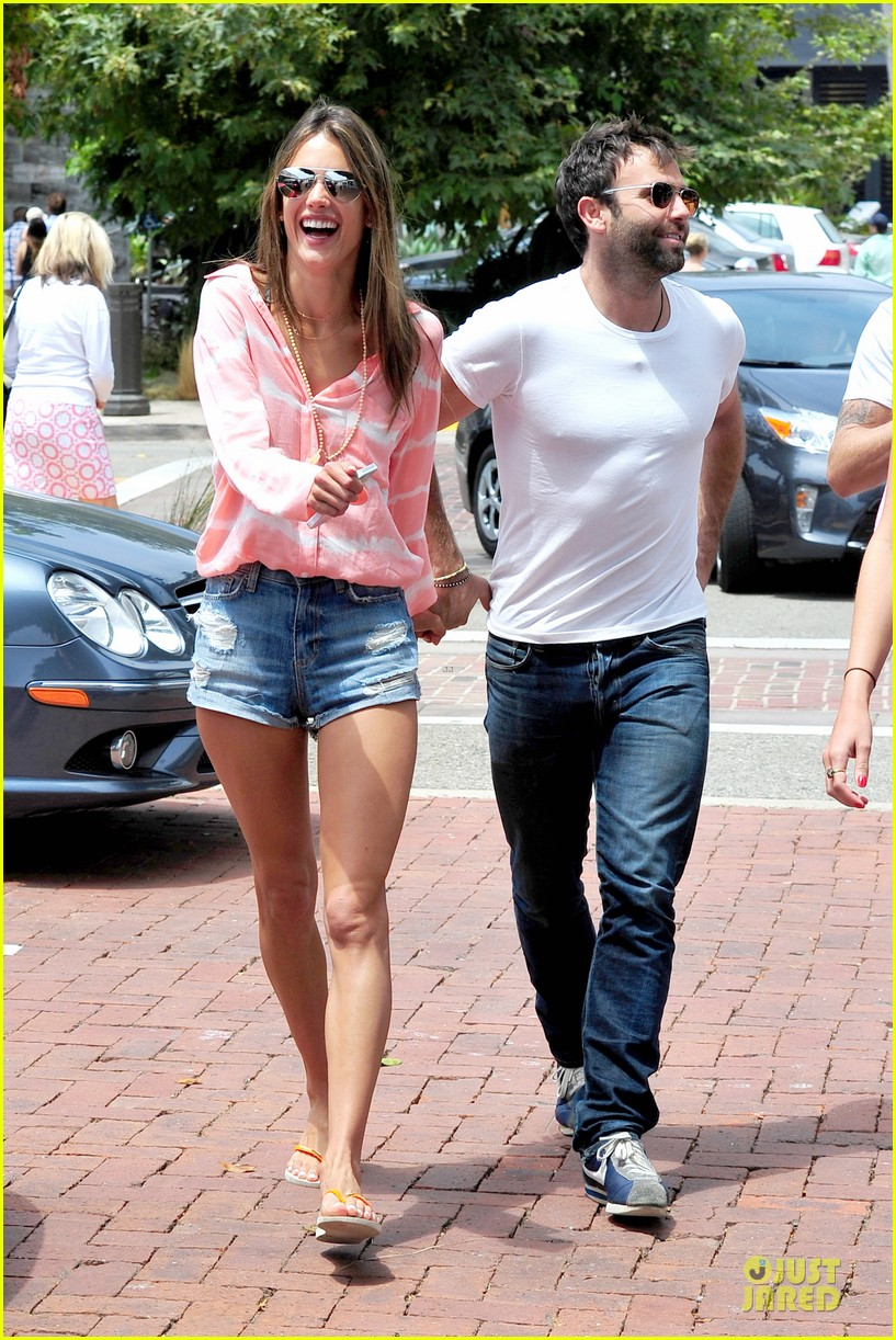 alessandra ambrosio jamie mazur hold hands after july 4 122905175