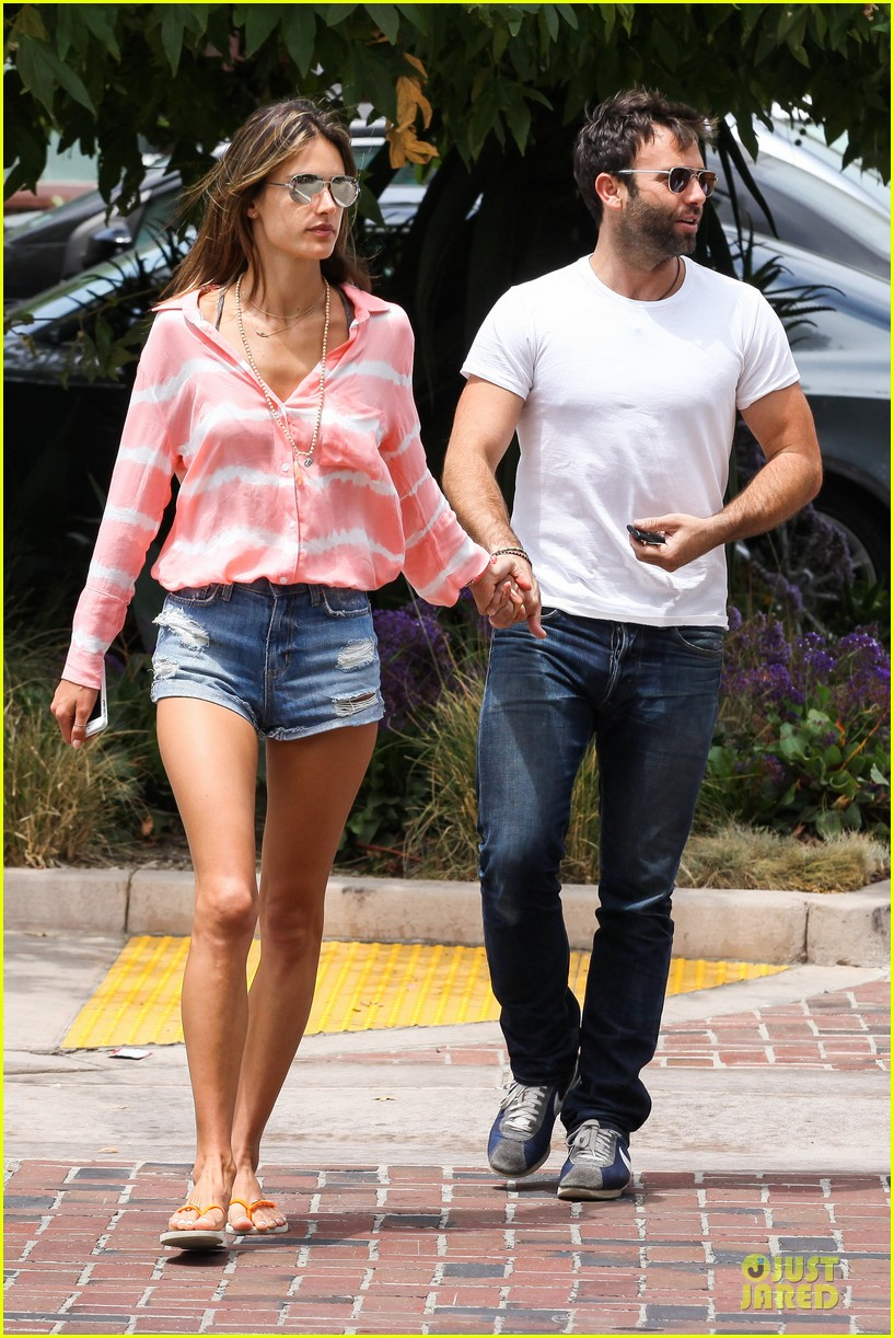 alessandra ambrosio jamie mazur hold hands after july 4 13