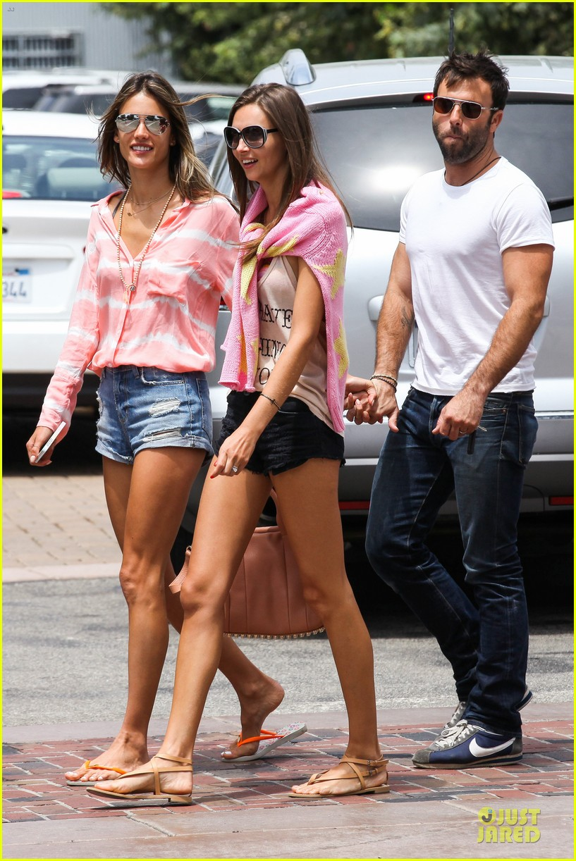 alessandra ambrosio jamie mazur hold hands after july 4 162905179