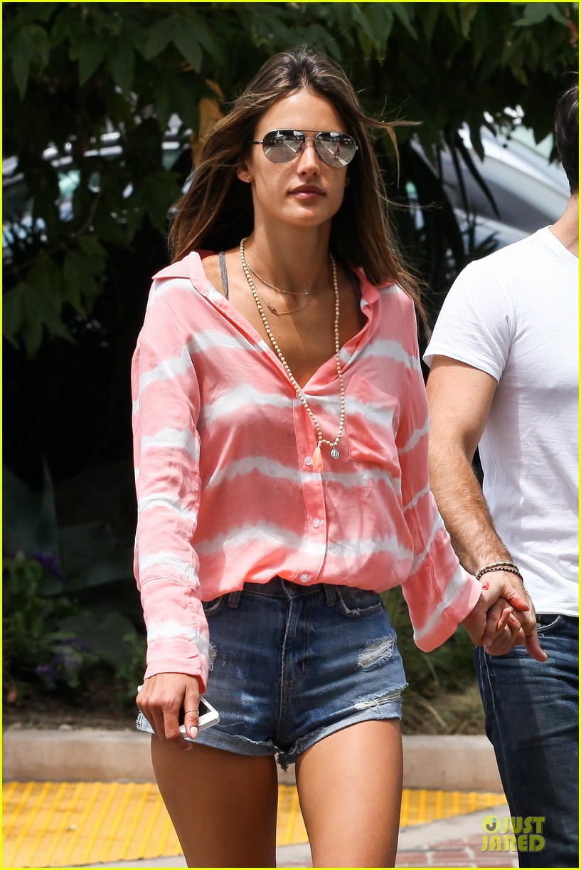 alessandra ambrosio jamie mazur hold hands after july 4 212905184