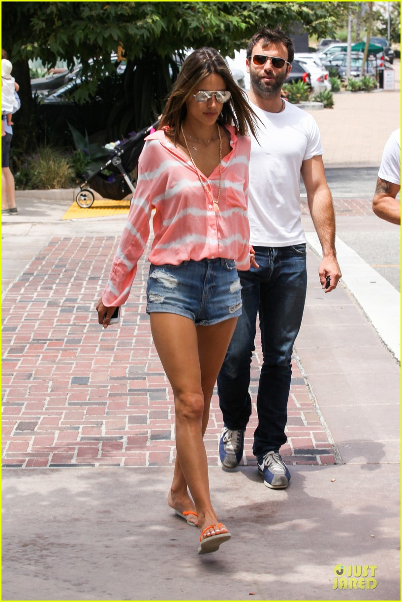 alessandra ambrosio jamie mazur hold hands after july 4 222905185