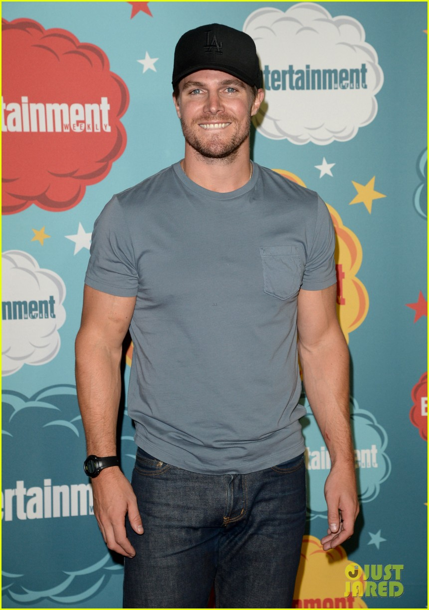stephen amell katie cassidy arrow at ew comic con party 222913985