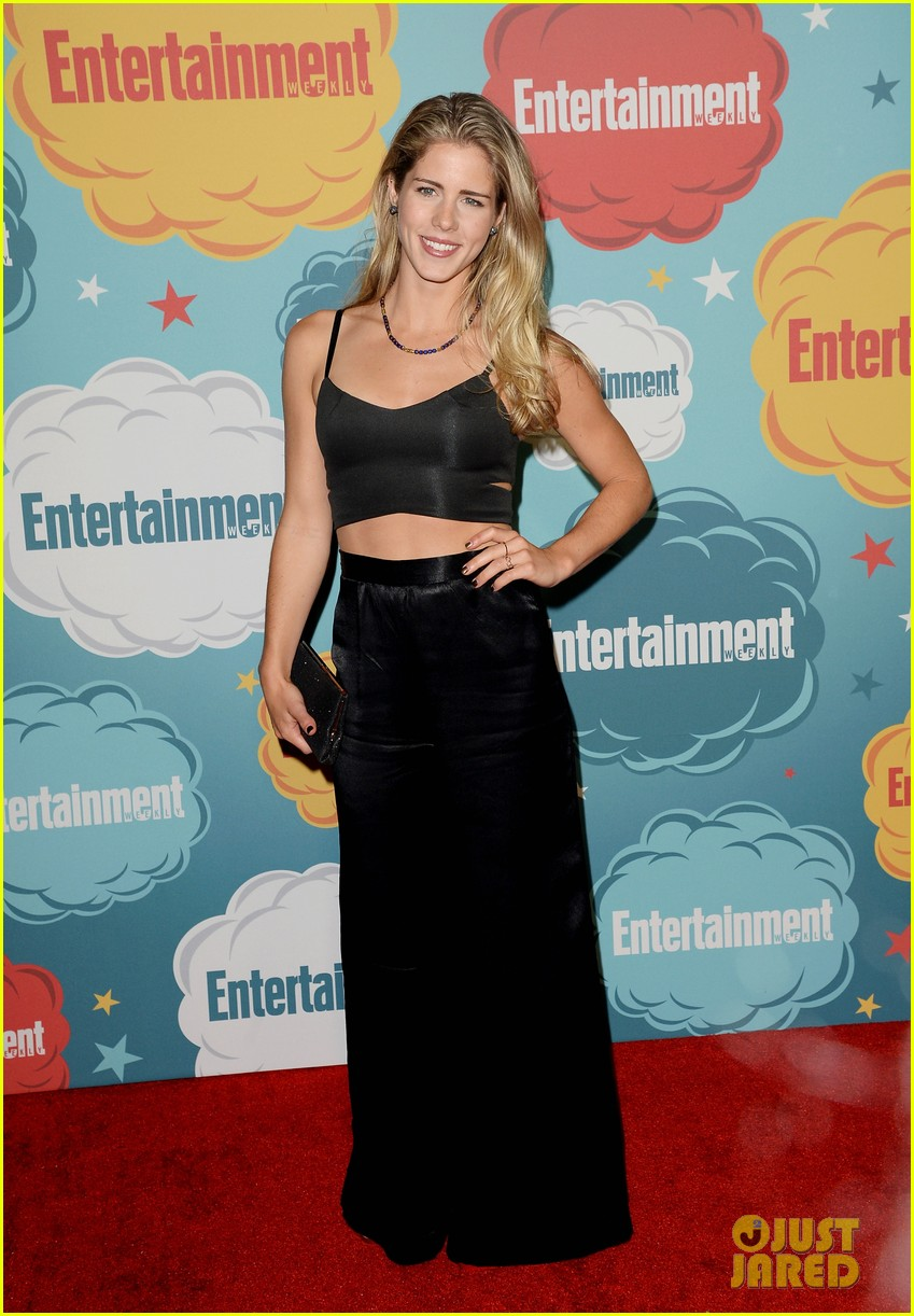 stephen amell katie cassidy arrow at ew comic con party 27