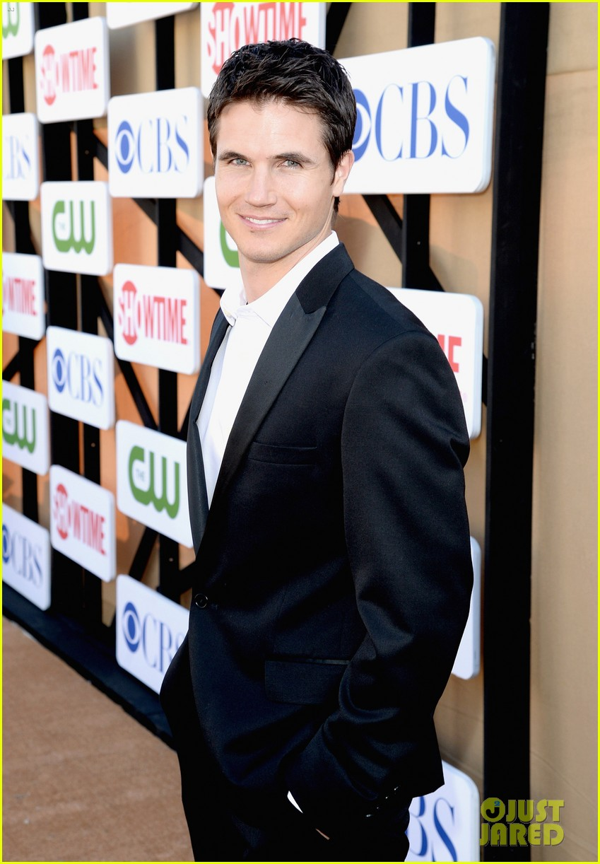 robbie amell peyton list cws summer tca party 142920012