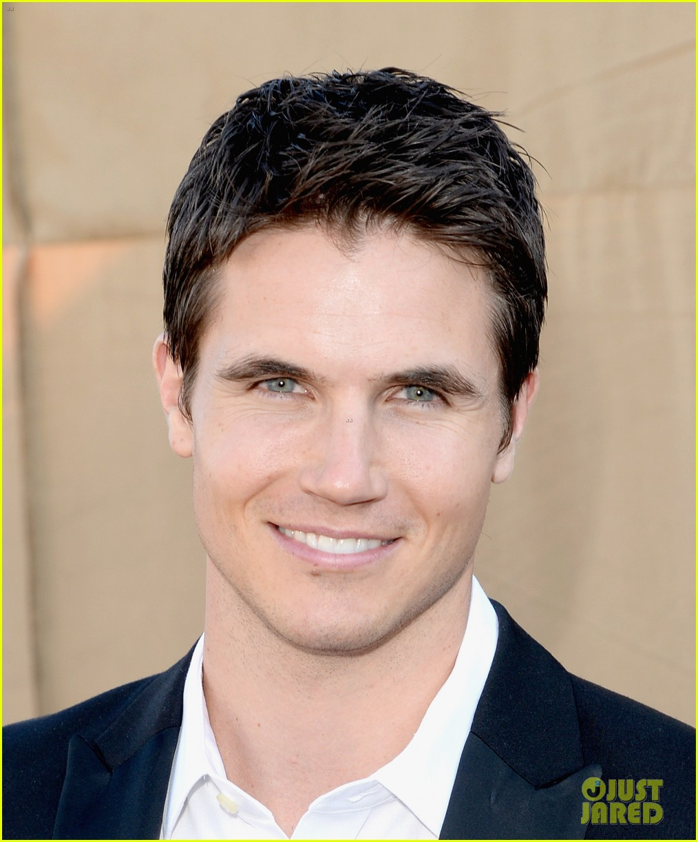 robbie amell peyton list cws summer tca party 152920013