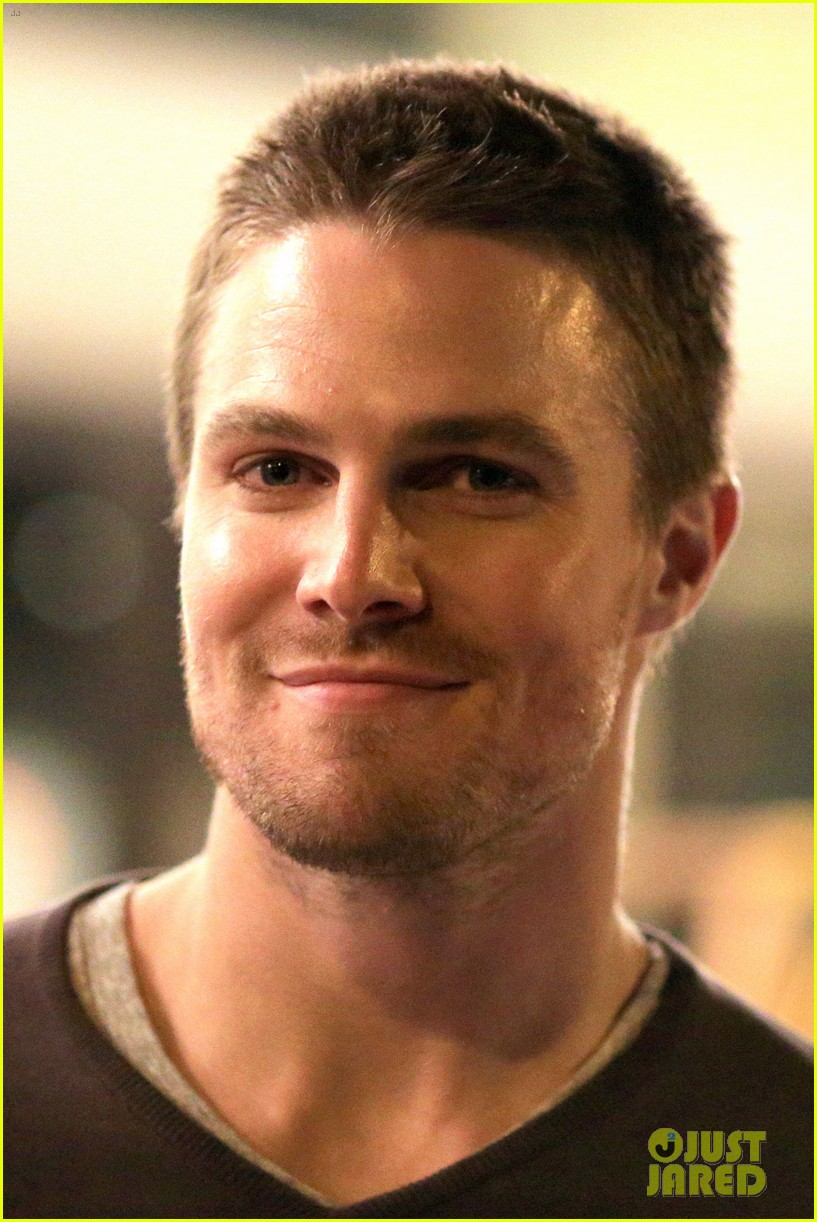 stephen amell yoga poses have no regard for testicles 052912056