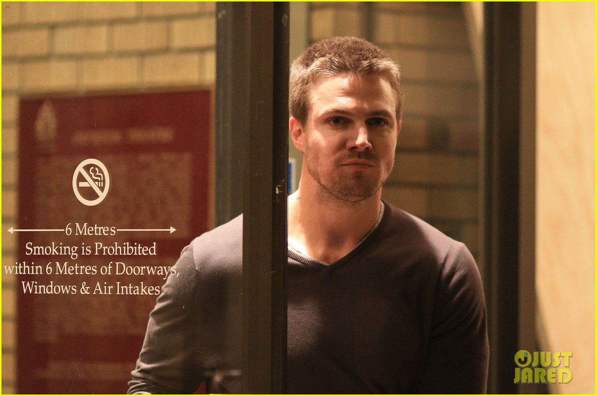 stephen amell yoga poses have no regard for testicles 062912057