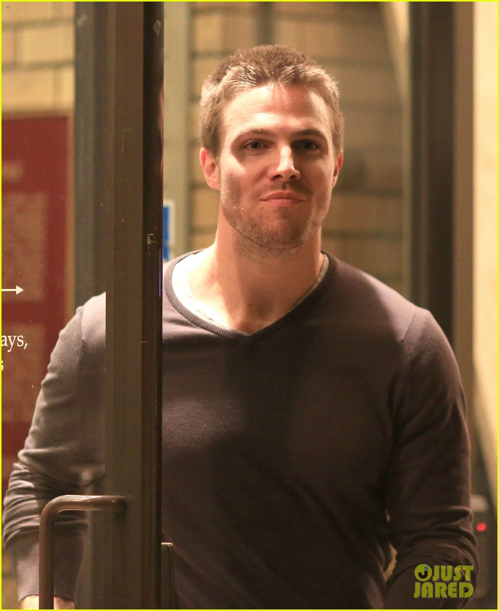 stephen amell yoga poses have no regard for testicles 072912058