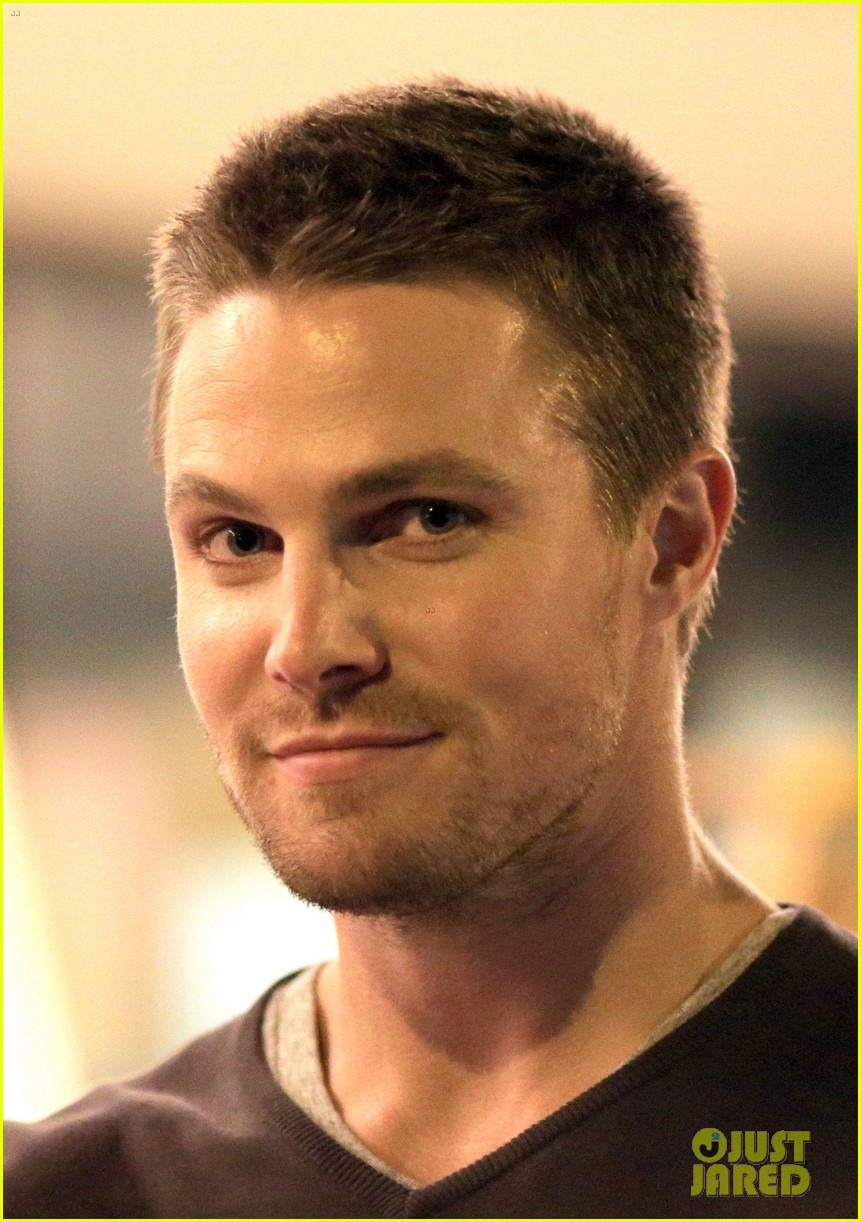 Stephen Amell Yoga Poses Have No Regard For Testicles Photo
