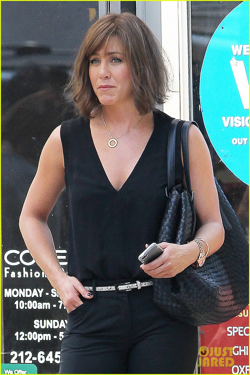 jennifer aniston walks dog gets justin theroux visit on set 142910961