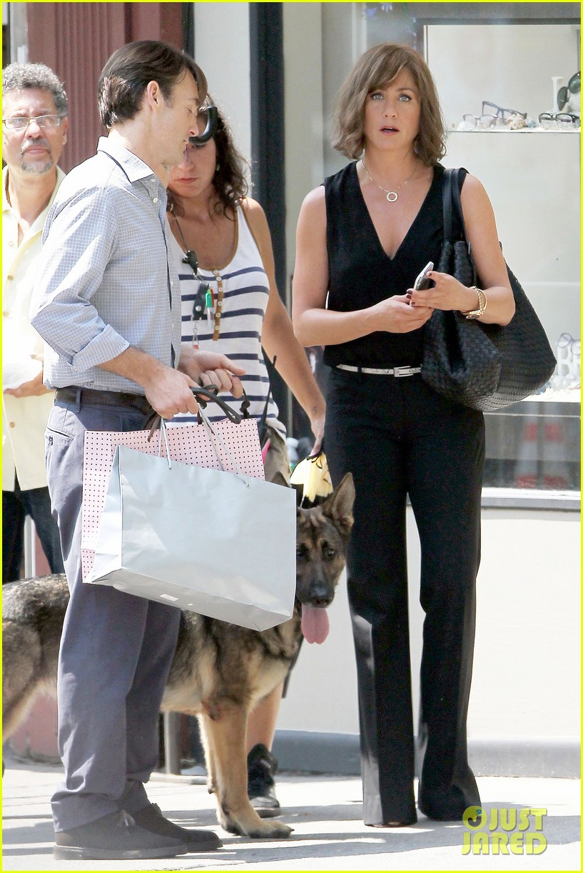 jennifer aniston walks dog gets justin theroux visit on set 152910962