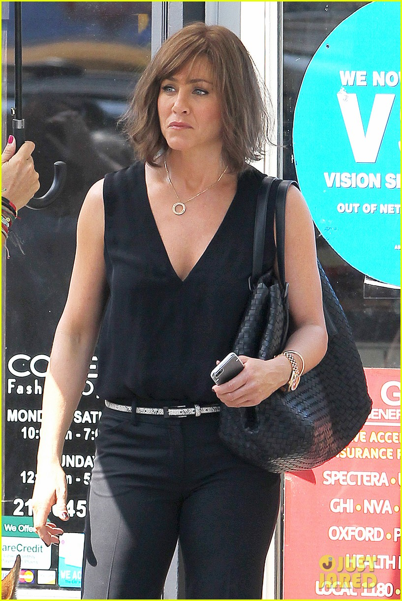 jennifer aniston walks dog gets justin theroux visit on set 182910965