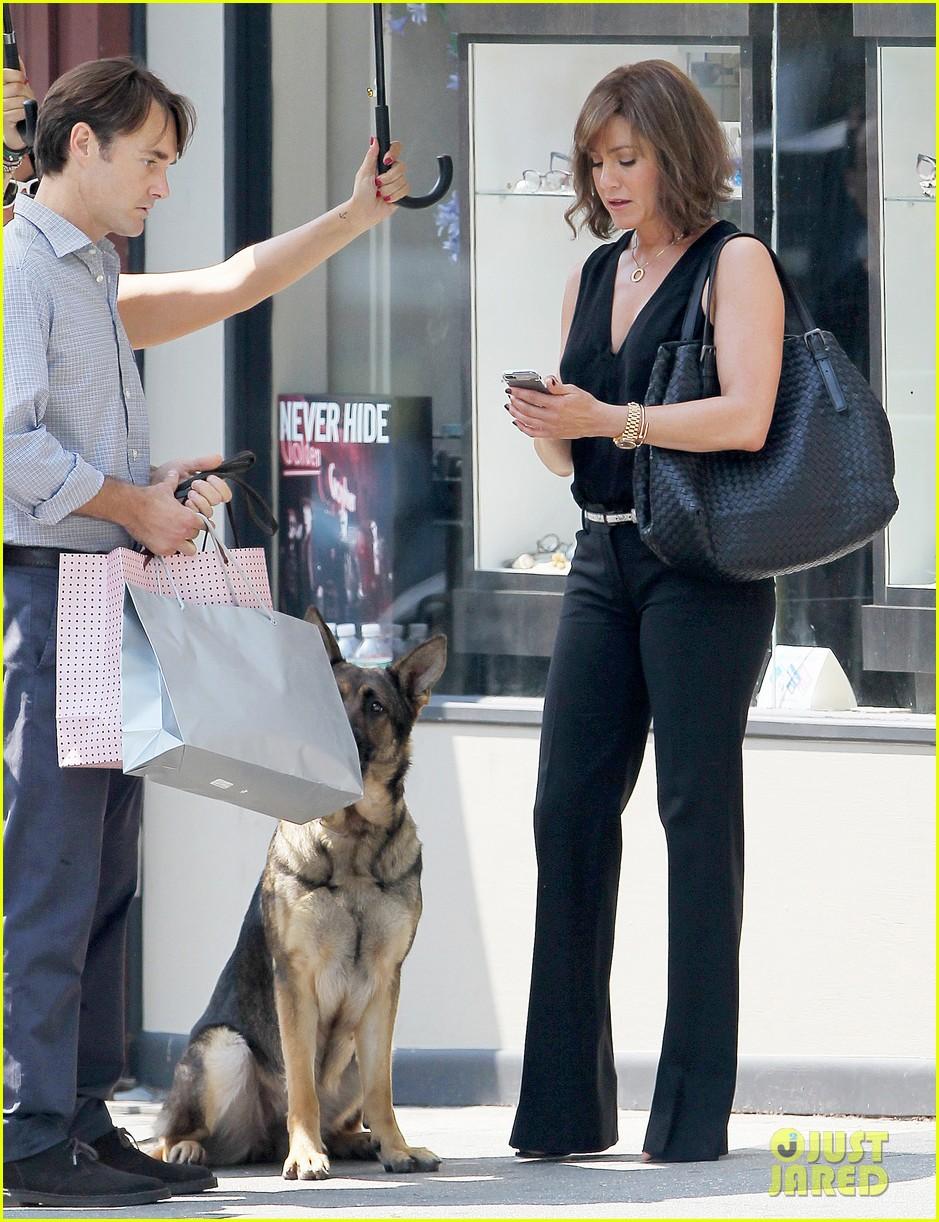 jennifer aniston walks dog gets justin theroux visit on set 262910973