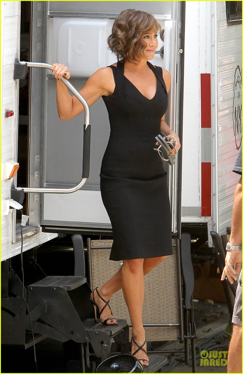 jennifer aniston adoring fans on squirrels to the nuts set 052915299