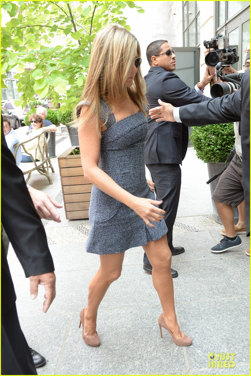 jennifer aniston reunited with will forte on squirrels to the nuts 042917956