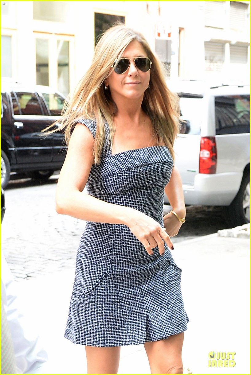 jennifer aniston reunited with will forte on squirrels to the nuts 052917957