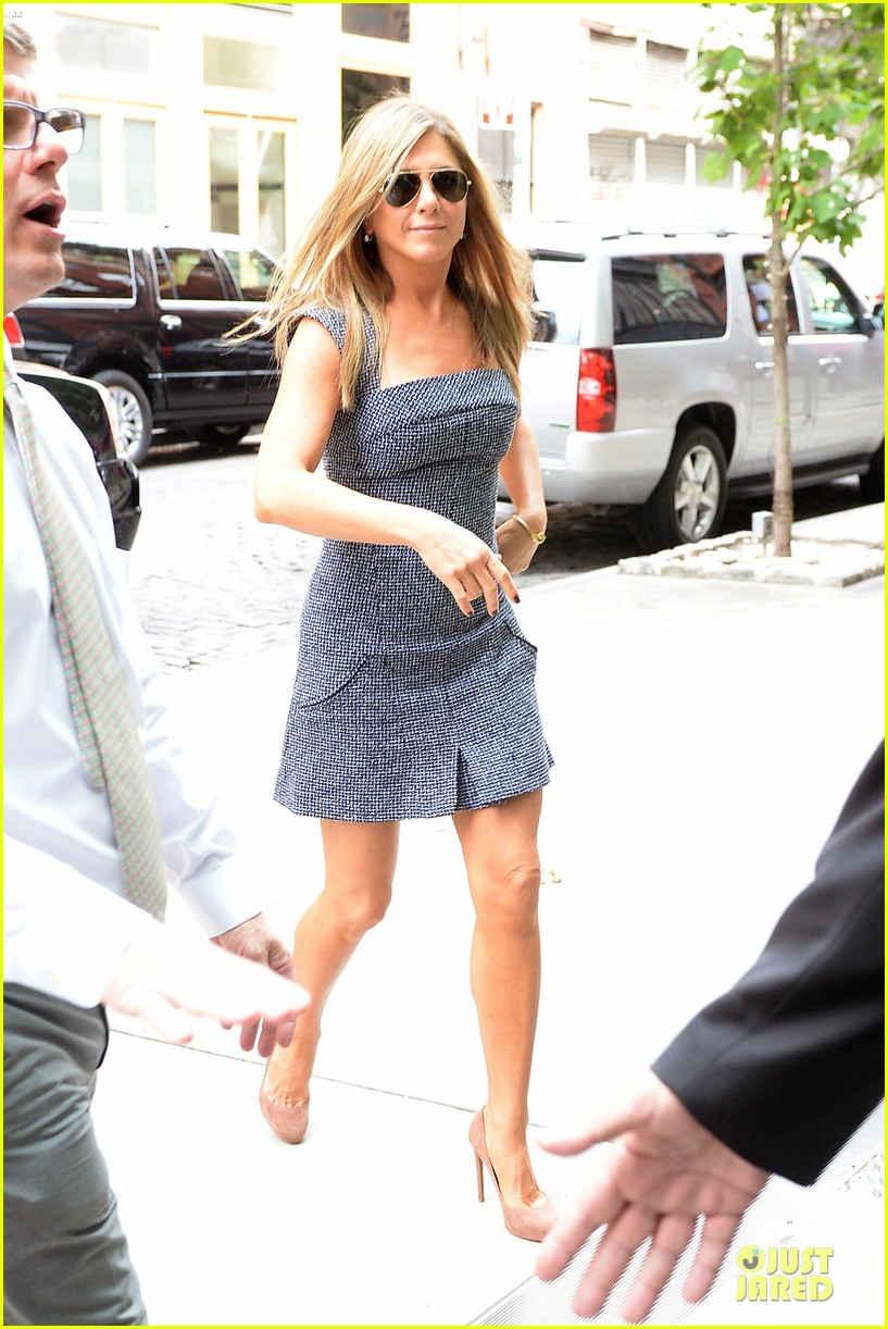 jennifer aniston reunited with will forte on squirrels to the nuts 072917959
