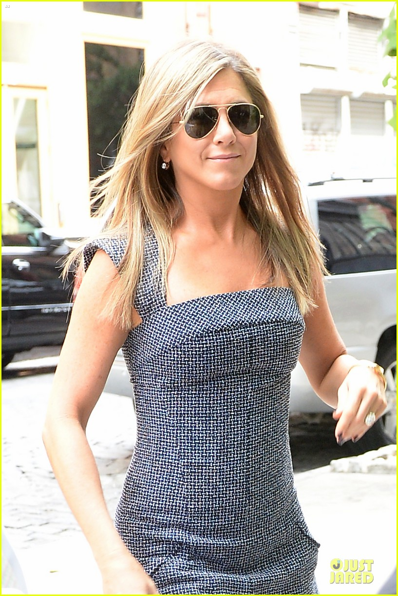 jennifer aniston reunited with will forte on squirrels to the nuts 082917960