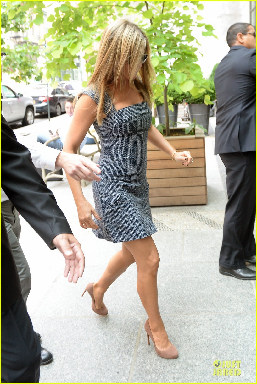 jennifer aniston reunited with will forte on squirrels to the nuts 092917961