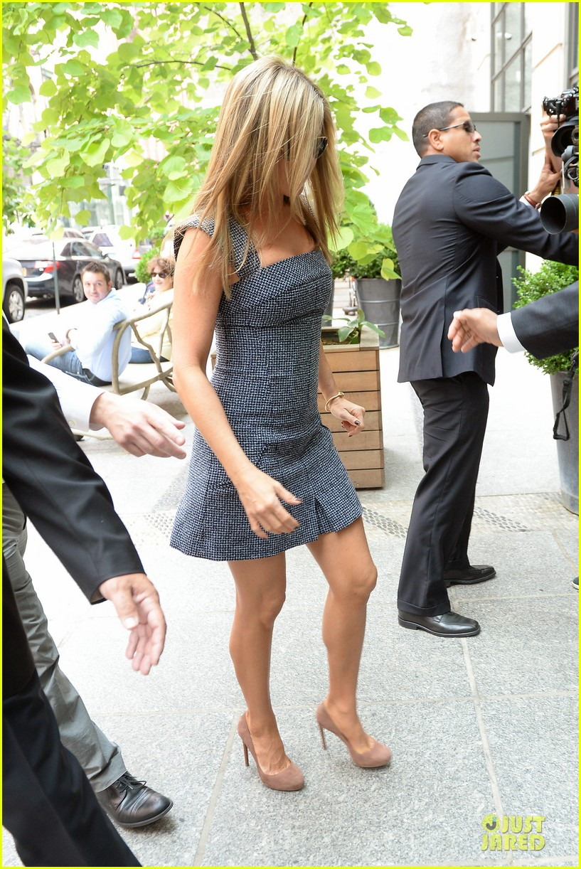 jennifer aniston reunited with will forte on squirrels to the nuts 102917962