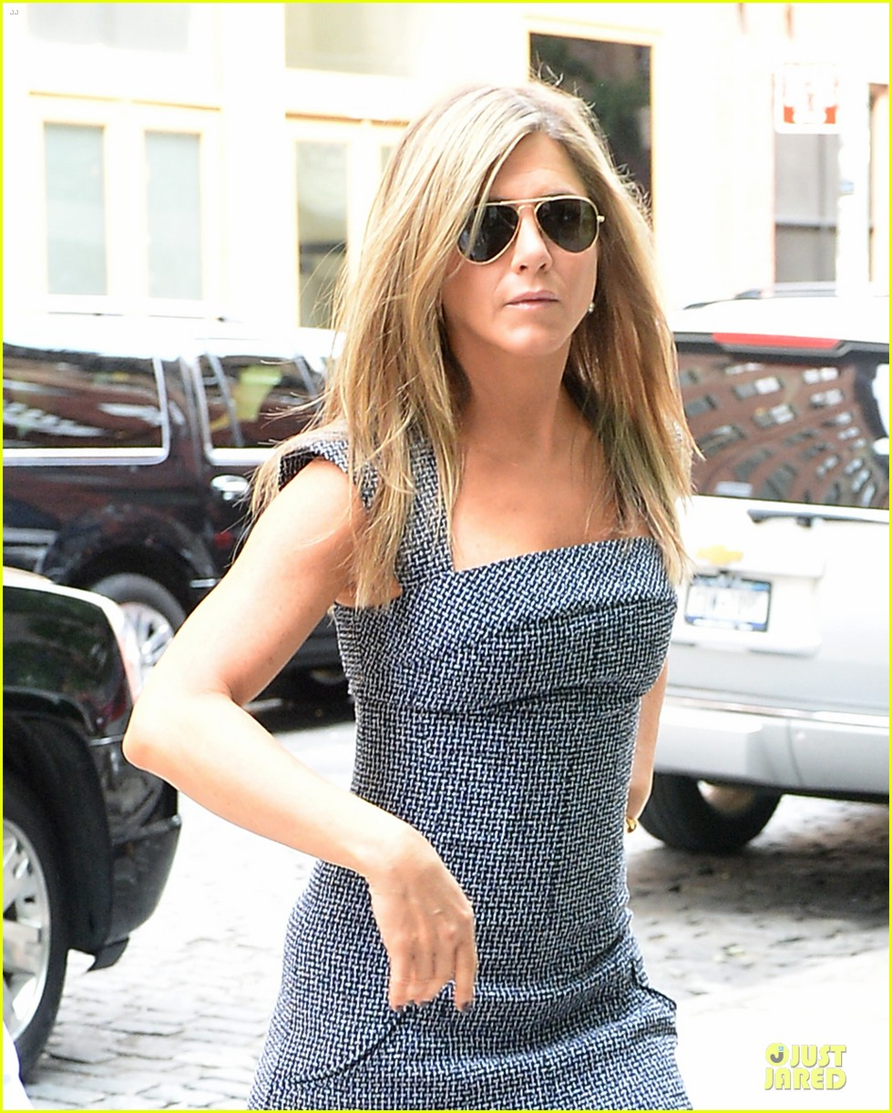 jennifer aniston reunited with will forte on squirrels to the nuts 142917966