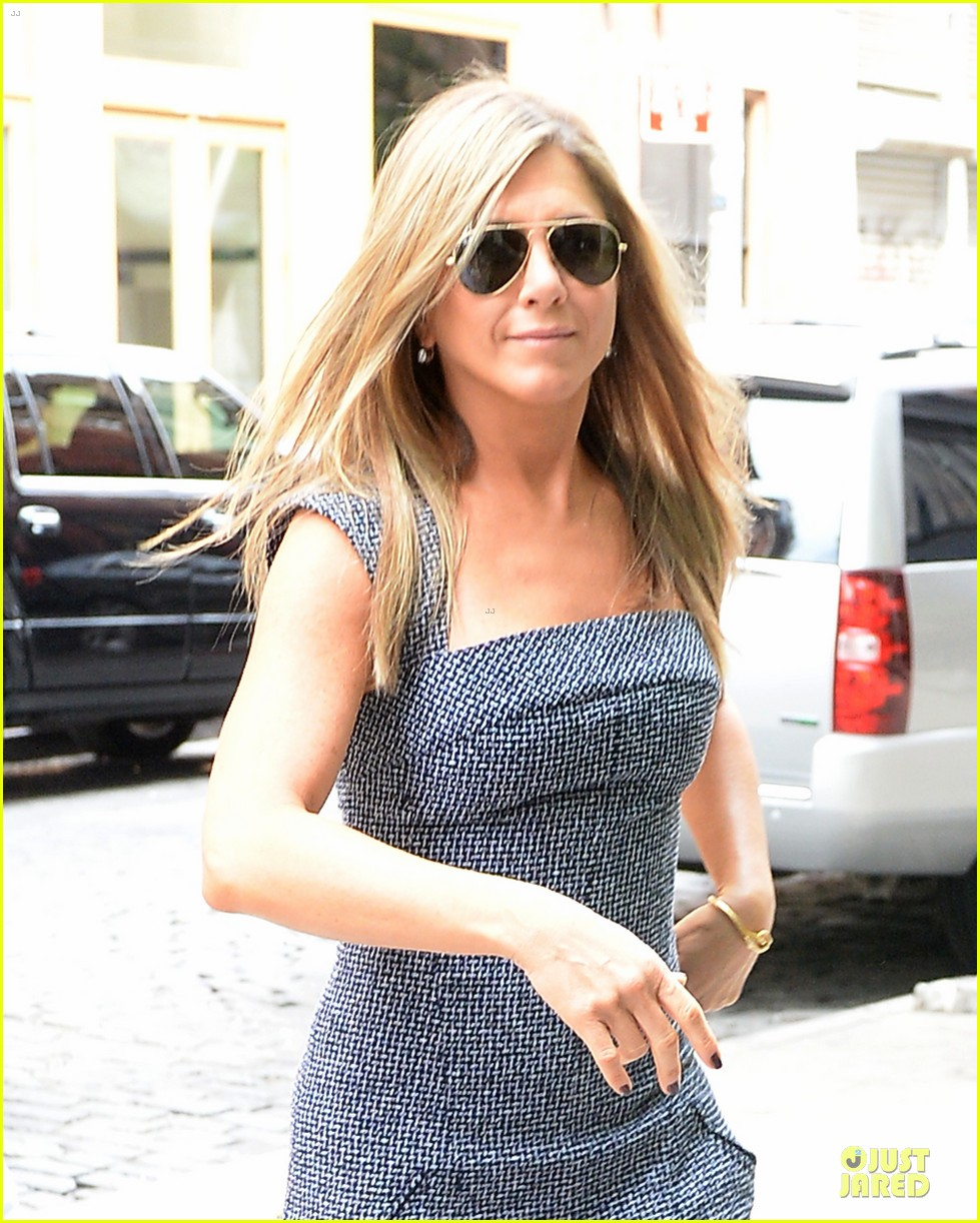 jennifer aniston reunited with will forte on squirrels to the nuts 152917967