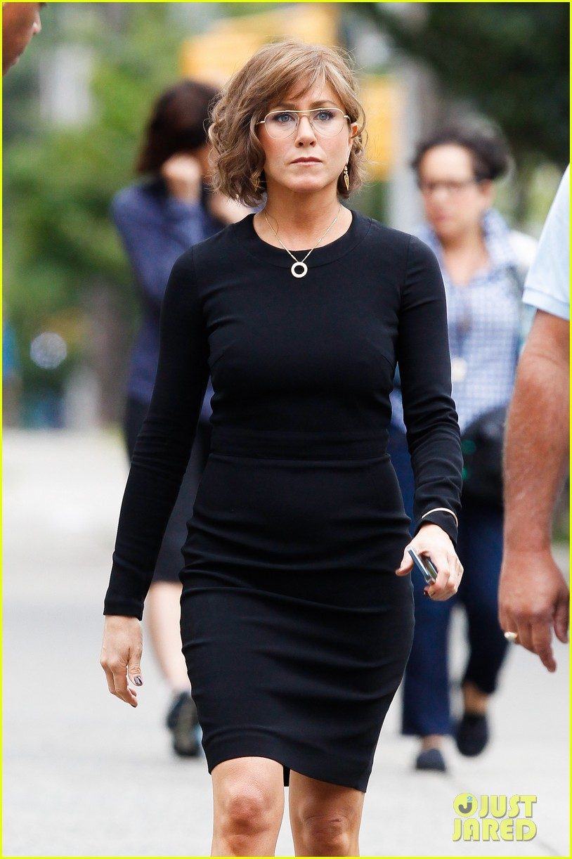jennifer aniston bespeckled on squirrels set 25