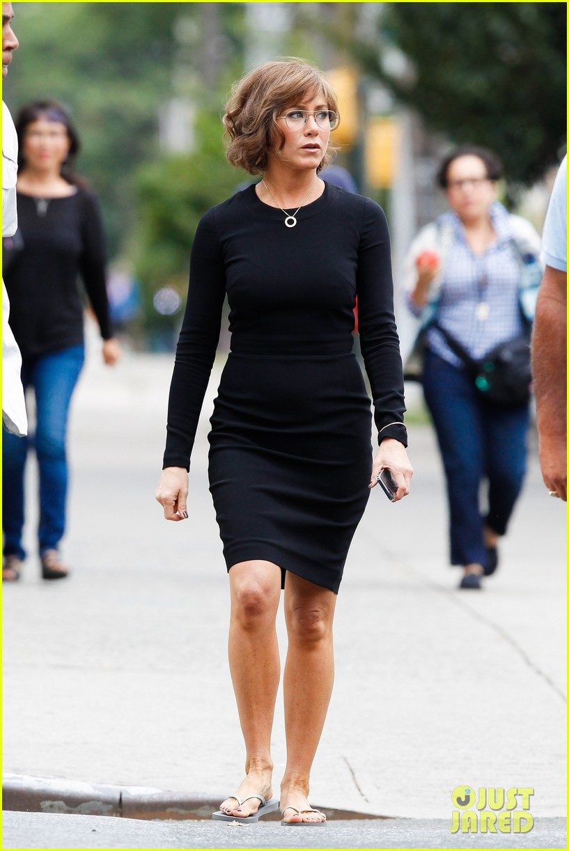 jennifer aniston bespeckled on squirrels set 282916829