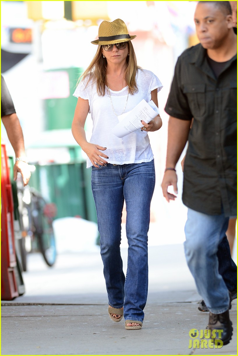 jennifer aniston squirrels to the nuts with rhys ifans 262921038
