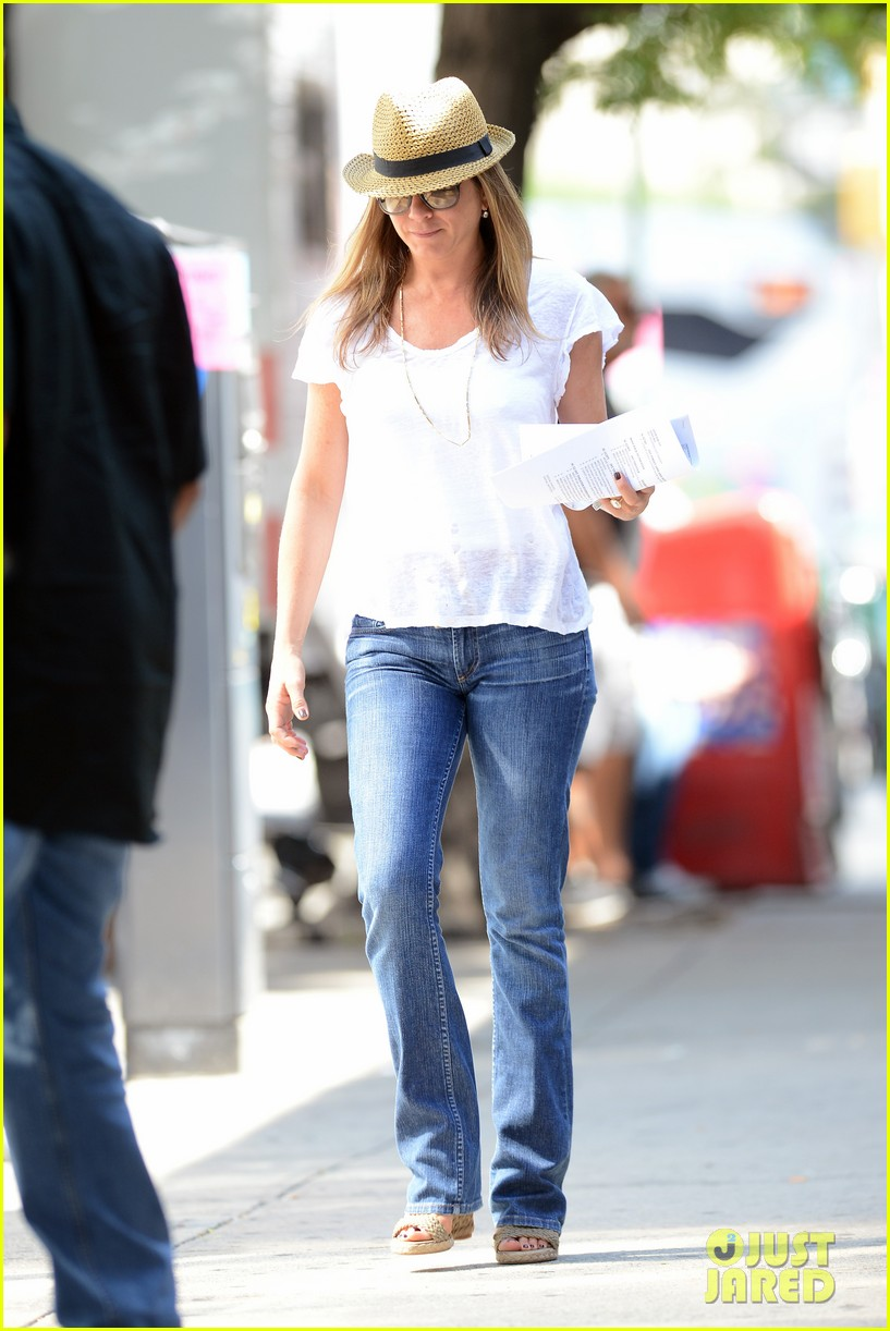 jennifer aniston squirrels to the nuts with rhys ifans 282921040