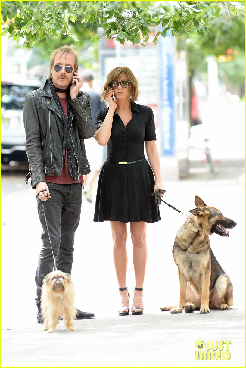 jennifer aniston squirrels to the nuts with rhys ifans 312921043