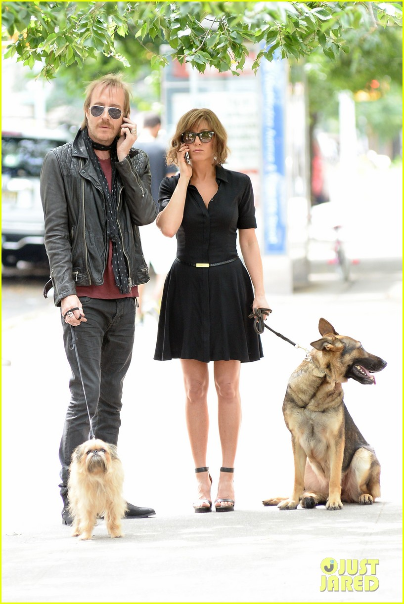 jennifer aniston squirrels to the nuts with rhys ifans 322921044