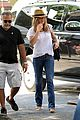 jennifer aniston squirrels to the nuts with rhys ifans 15