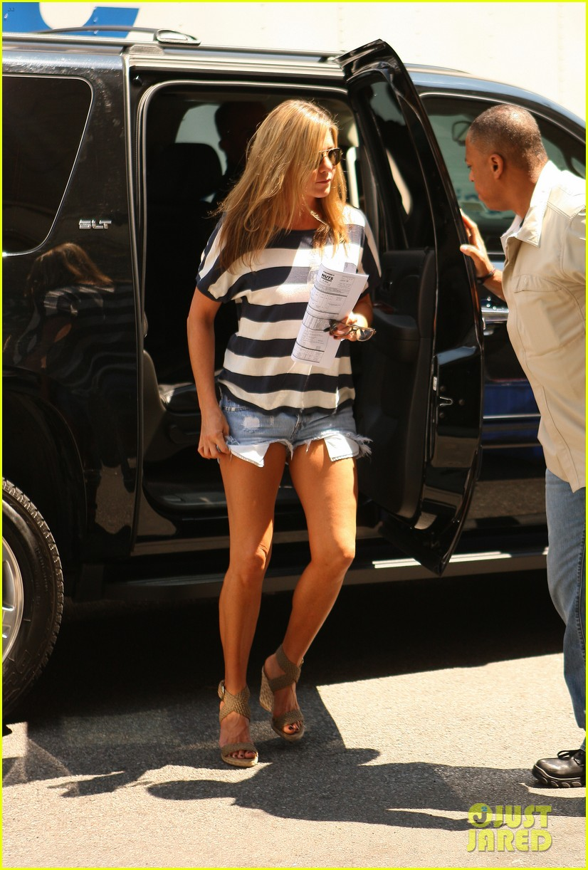 jennifer aniston on justin theroux we already feel married 032919329