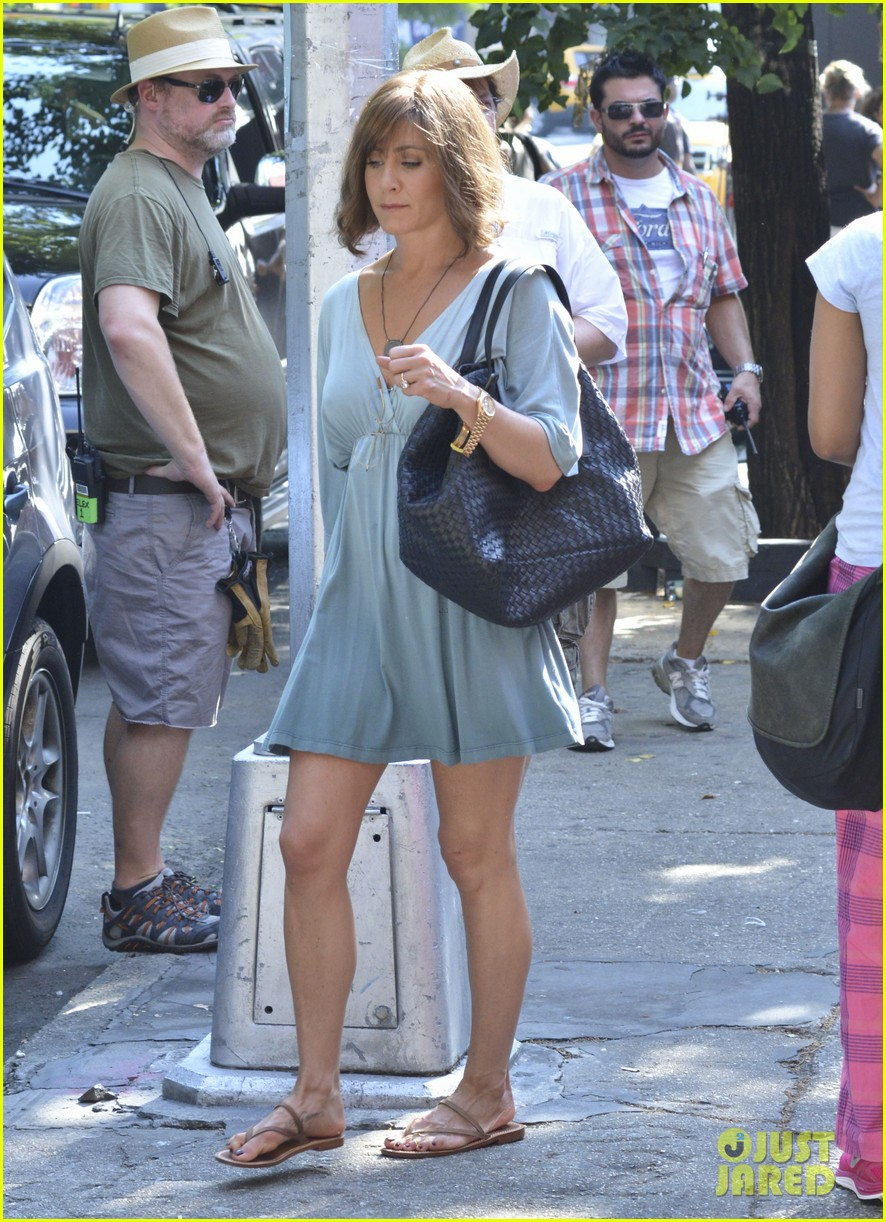 jennifer aniston short brown wig for squirrels to the nut 09