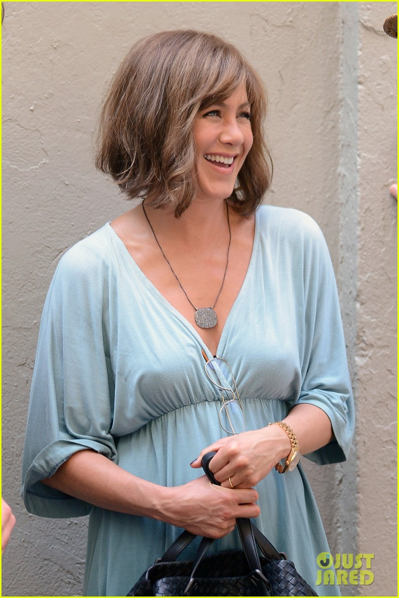 jennifer aniston short brown wig for squirrels to the nut 14