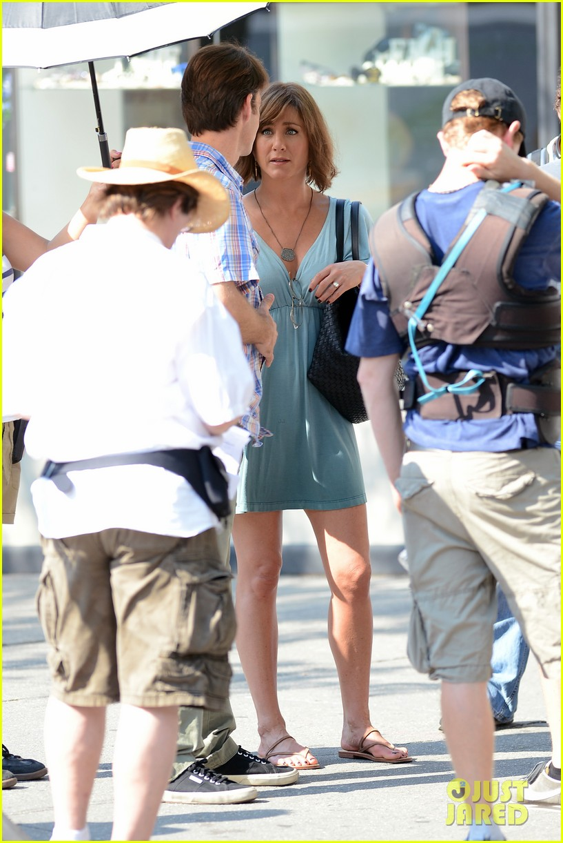jennifer aniston short brown wig for squirrels to the nut 202910848