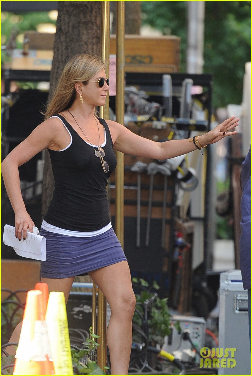 jennifer aniston gets into wig costume for squirrels 102912385