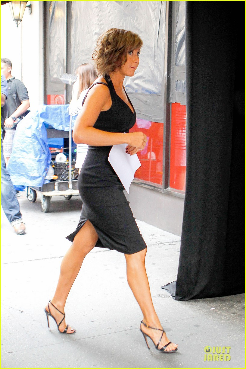 jennifer aniston squirrels to the nuts set with owen wilson 062914703