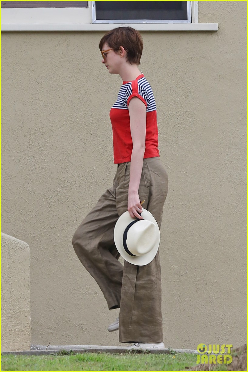 anne hathaway visits friends in beverly hills 032907661