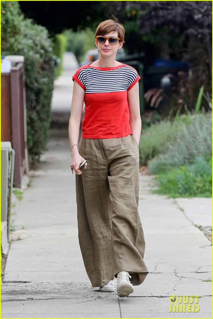 anne hathaway visits friends in beverly hills 07