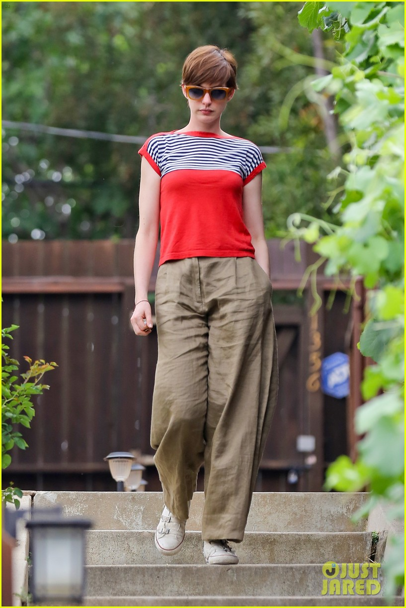 anne hathaway visits friends in beverly hills 092907667
