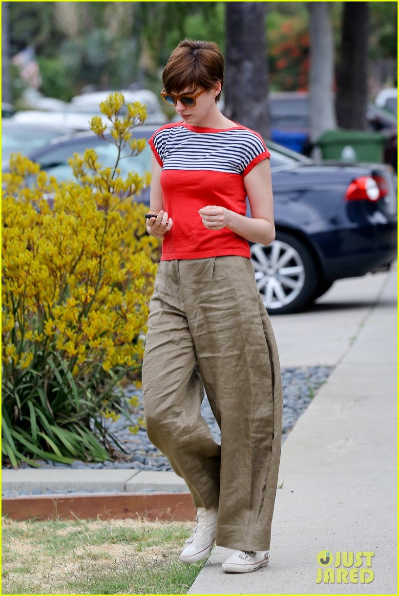 anne hathaway visits friends in beverly hills 112907669