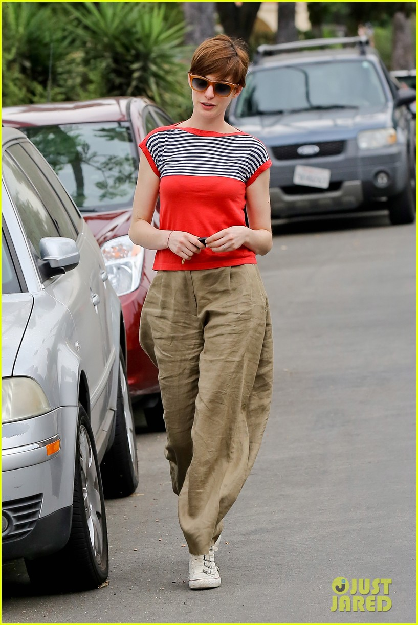 anne hathaway visits friends in beverly hills 132907671