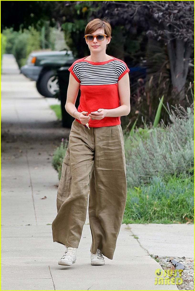 anne hathaway visits friends in beverly hills 142907672